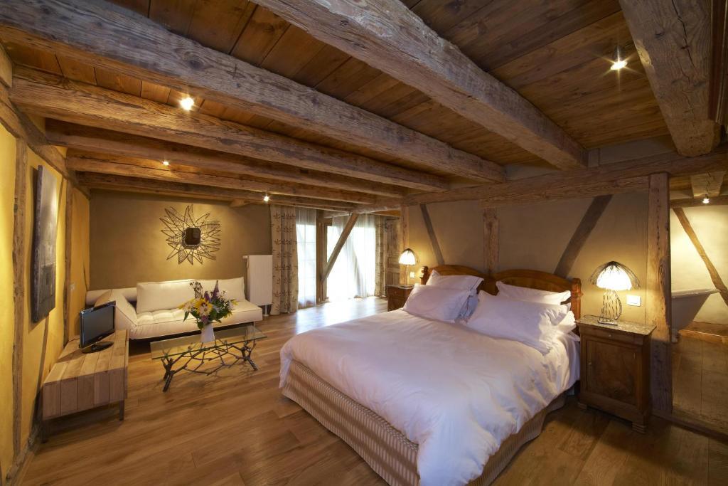 En eller flere senge i et værelse på La Maison d'Artgile