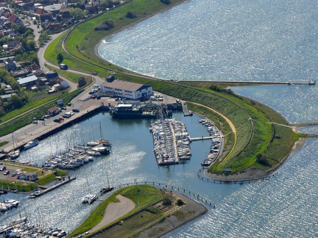 Een luchtfoto van Dive-Inn de Kabbelaar