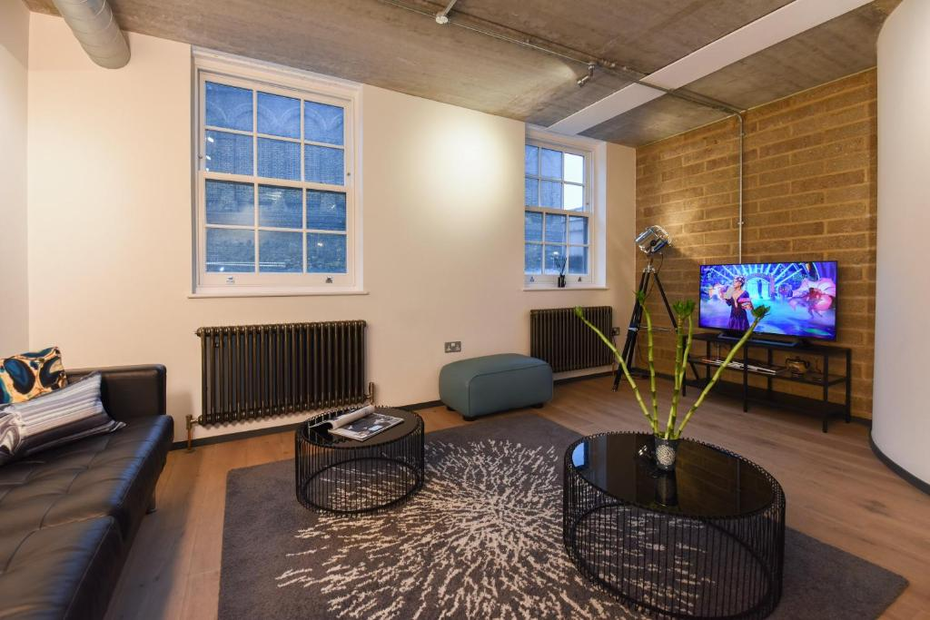 A seating area at Loft Style 2 Bed Flat