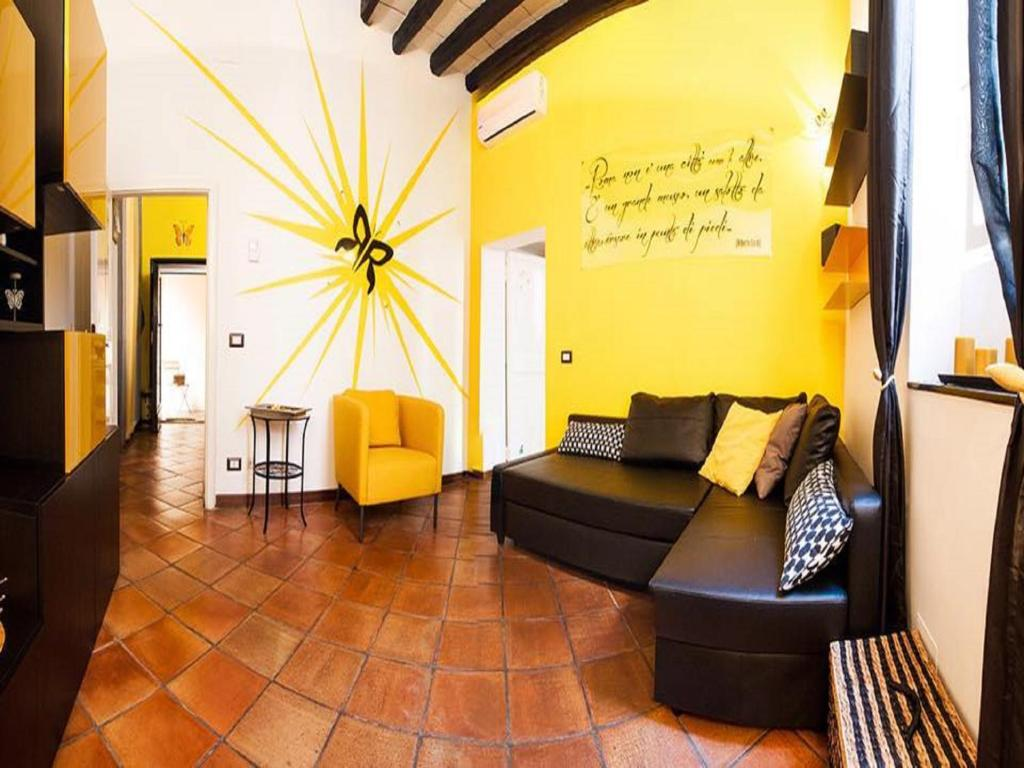 Vacation Home Yellow Butterfly House Holiday Rome Italy