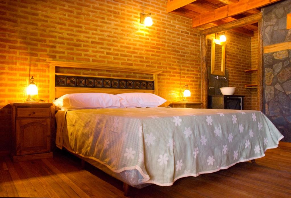 A bed or beds in a room at Lauquen Pilmaiquen