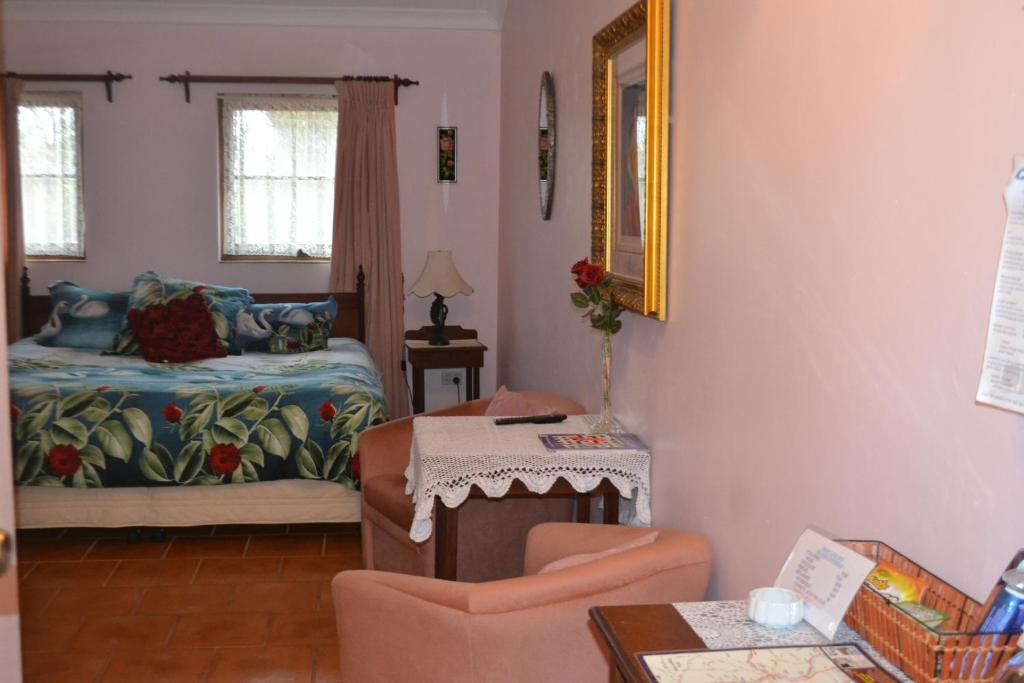 A bed or beds in a room at Swann Lodge B&B