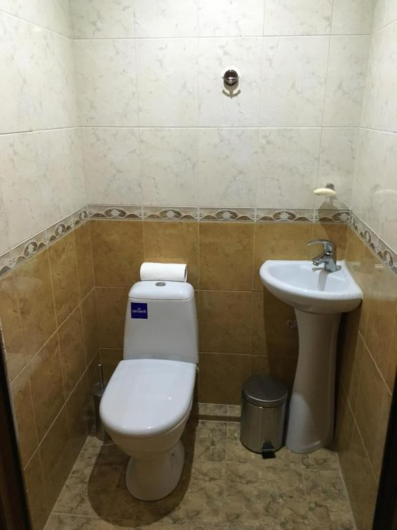 A bathroom at Guest House Assol