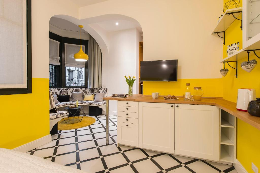 A kitchen or kitchenette at Suite Home Milano Fiera