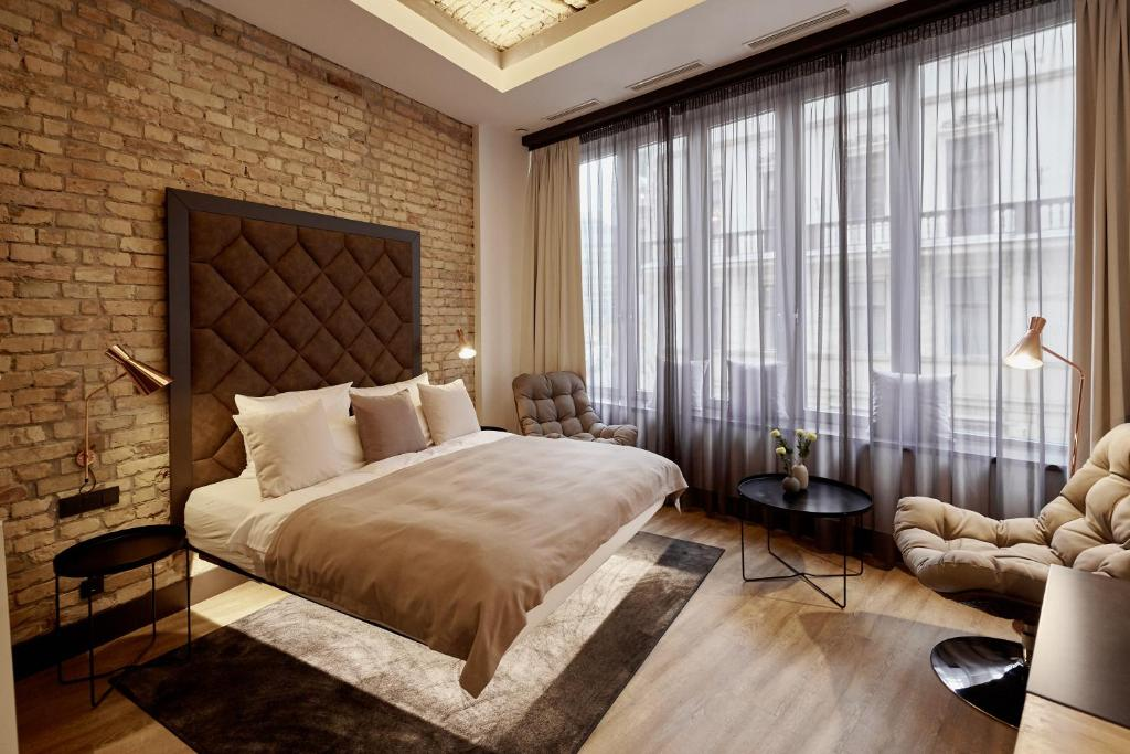 A bed or beds in a room at The Loft Budapest