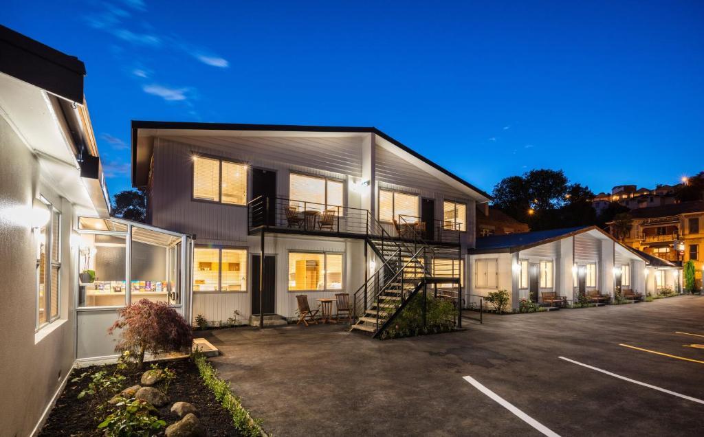 Tourist Court Cottages Motel