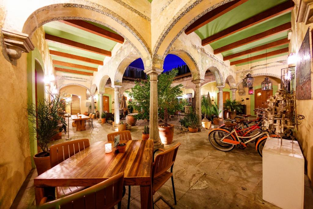 A restaurant or other place to eat at Casa De Sierra Azul