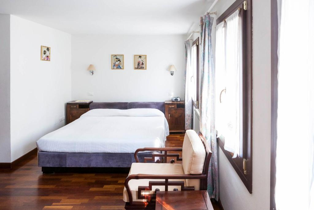 A bed or beds in a room at Fujiyama B & B