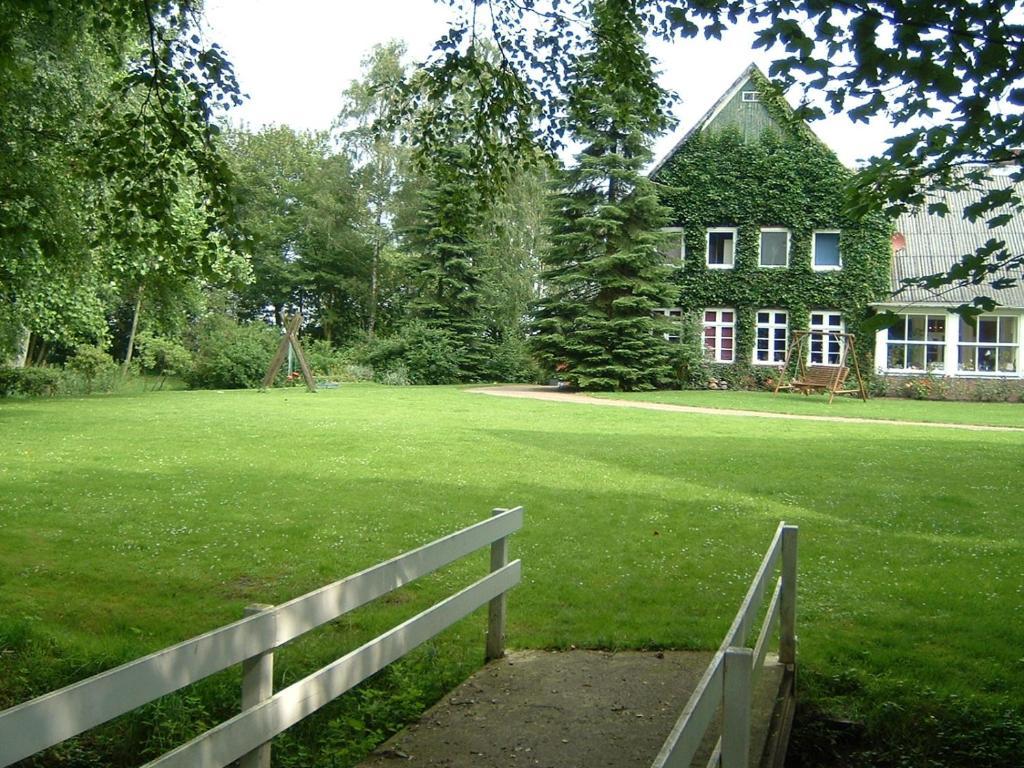 Ein Garten an der Unterkunft Erlebnishof Katthusen