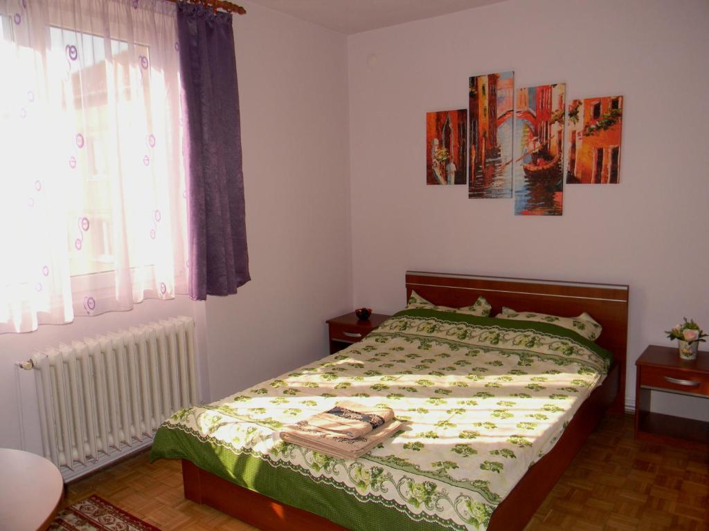 Cama ou camas em um quarto em Clara's Place
