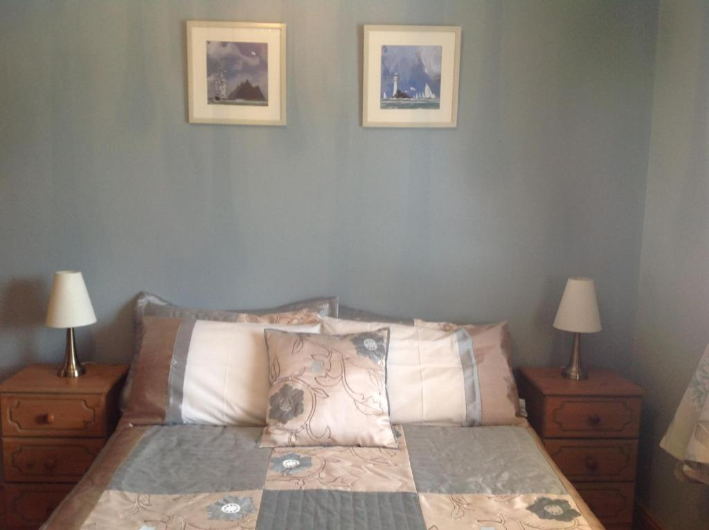A bed or beds in a room at Lacken Lodge B&B