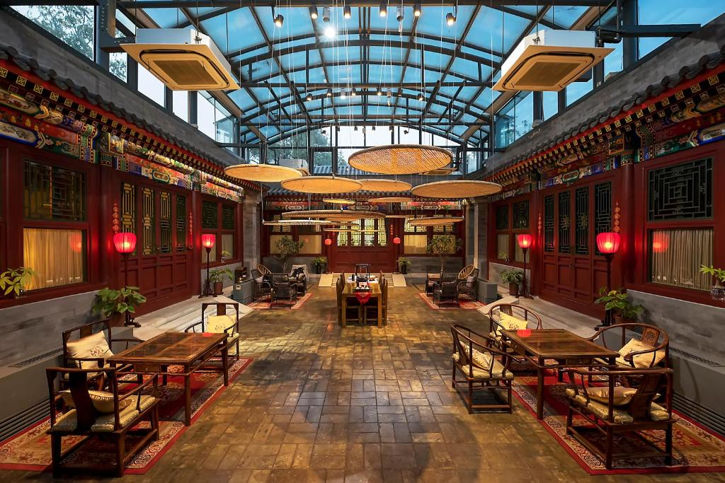 A restaurant or other place to eat at Shichahai Sandalwood Boutique Hotel Beijing