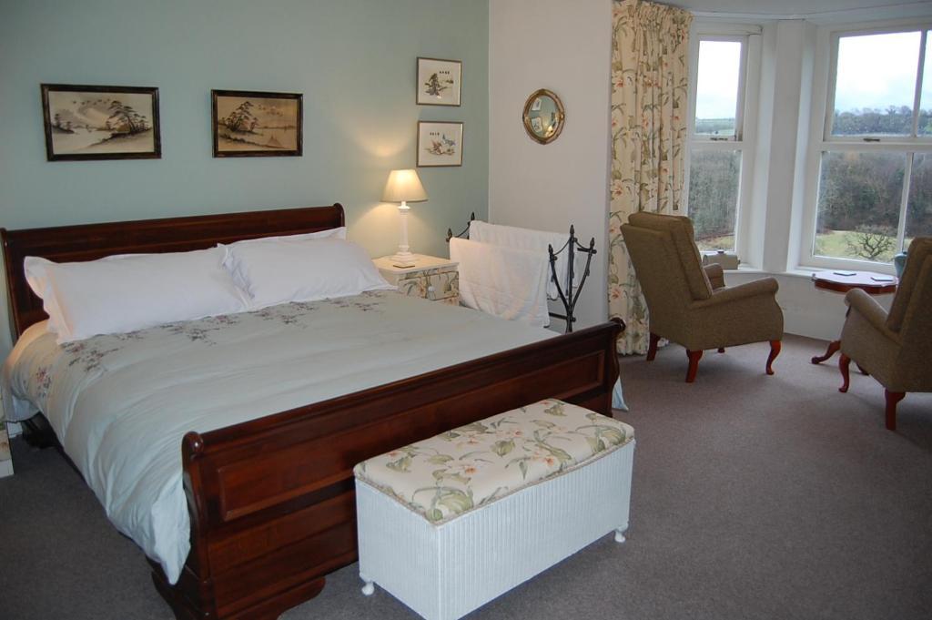 Ein Bett oder Betten in einem Zimmer der Unterkunft Allt y Rheini Mansion