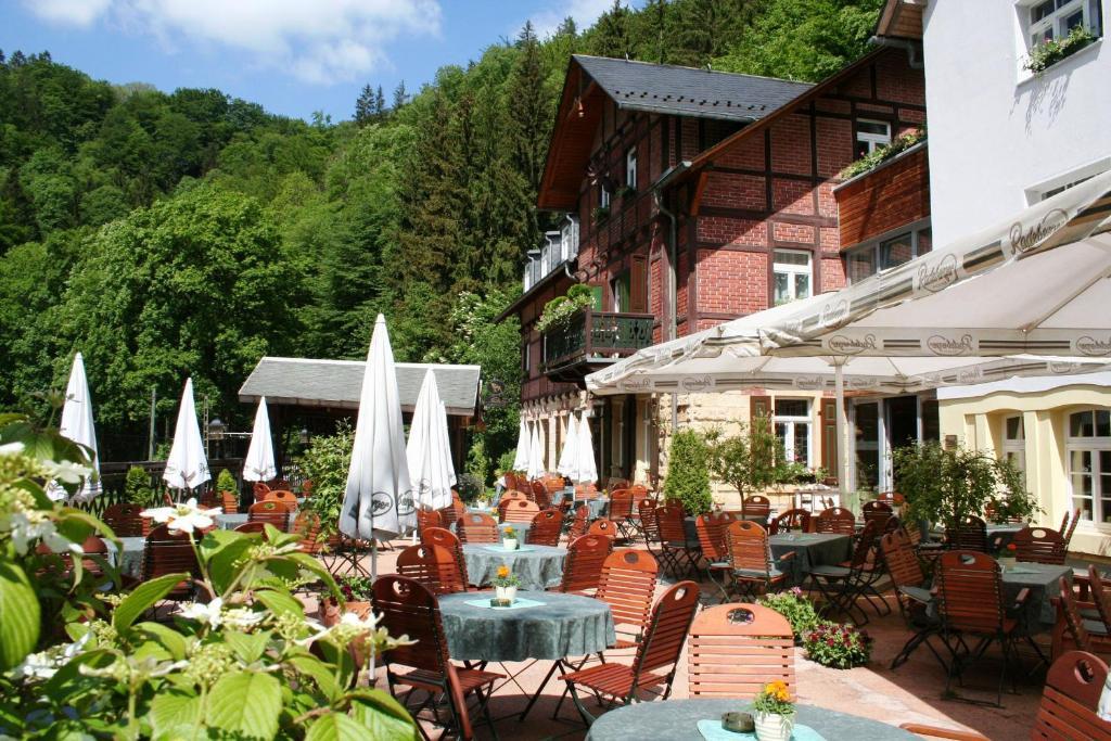 Ein Restaurant oder anderes Speiselokal in der Unterkunft Hotel Forsthaus
