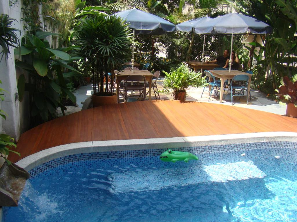 The swimming pool at or near Casa Hotel Jardin Azul