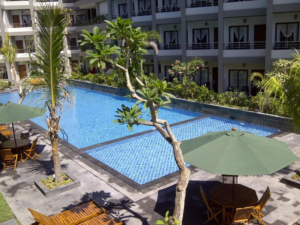 The swimming pool at or close to Lombok Garden Hotel