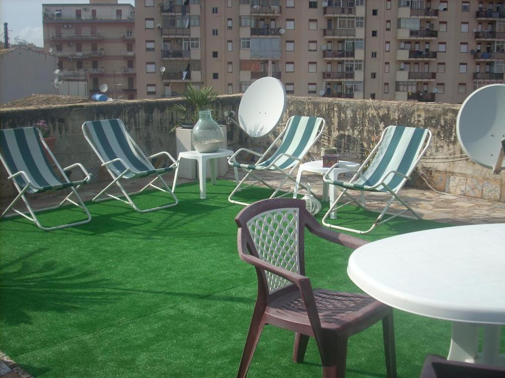 En sittgrupp på Tulip & Lotus Apartments