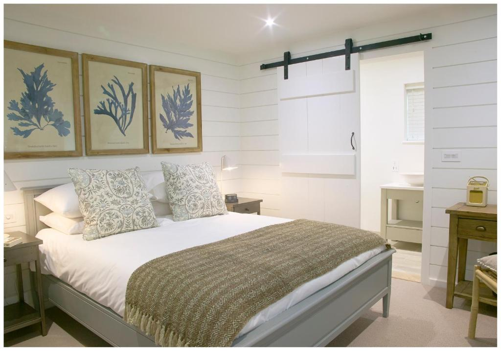 A bed or beds in a room at The Three Hills