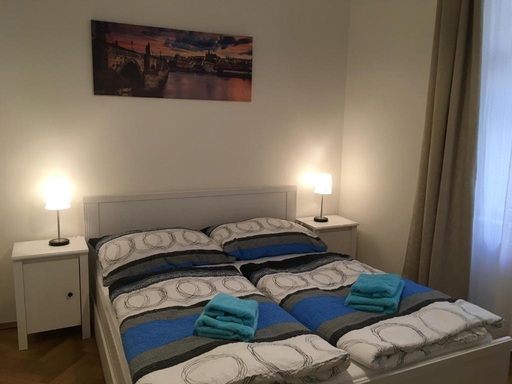 Una cama o camas en una habitación de Astronomical Clock Apartment
