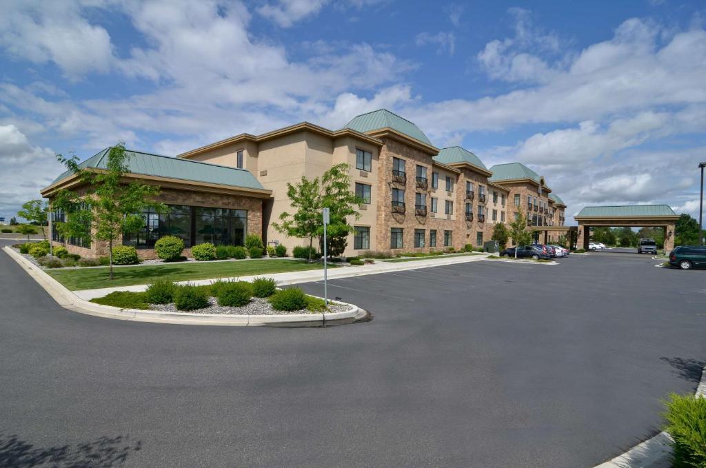 Best Western Premier Pasco Inn & Suites.