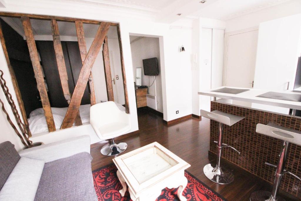 A bathroom at Luckey Homes Apartments - Rue de Mazagran