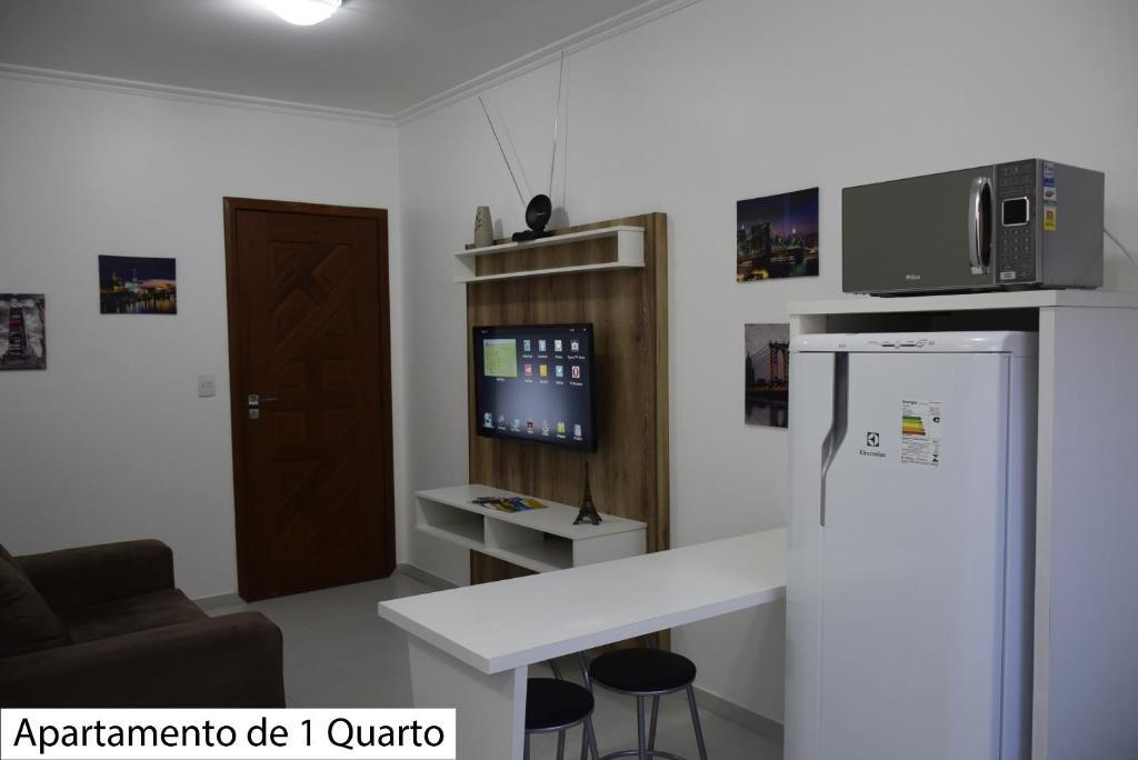 Una televisión o centro de entretenimiento en Apartamentos no Campeche
