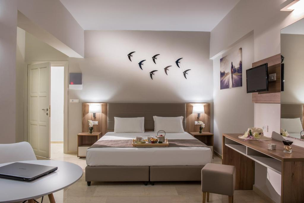 A bed or beds in a room at Marianthi Apartments