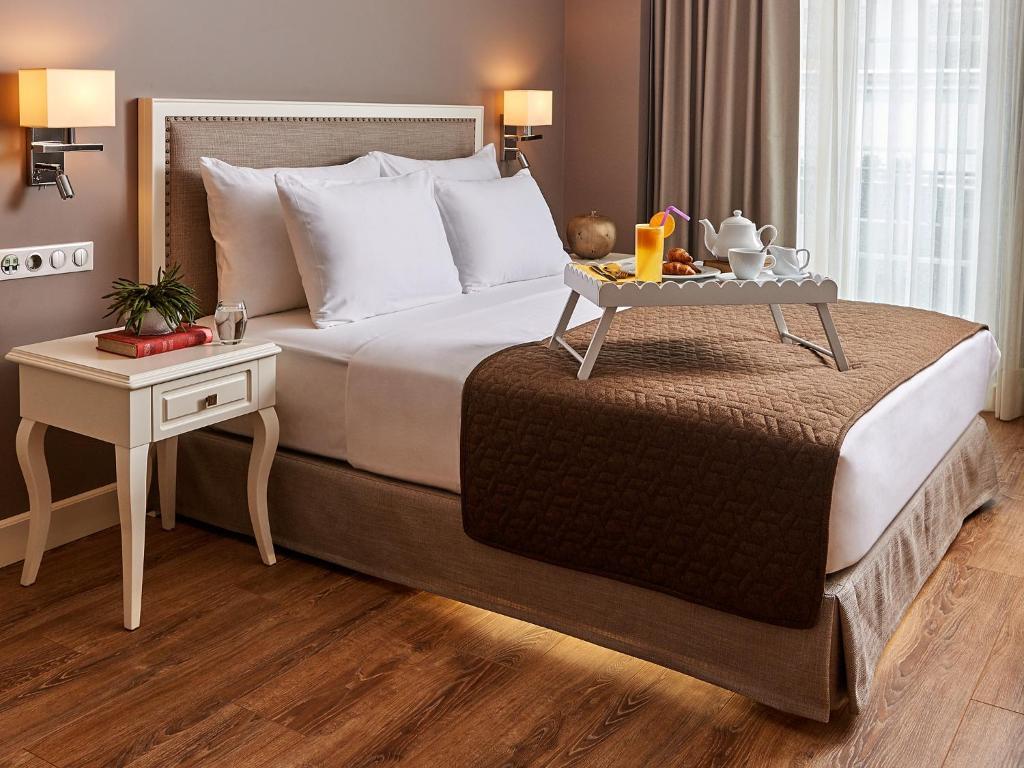 Кровать или кровати в номере Renata Boutique Hotel Sisli