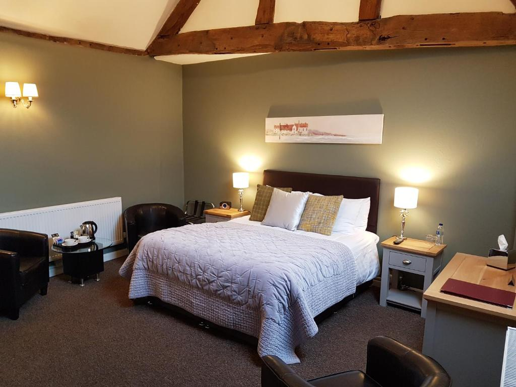 A bed or beds in a room at Curly Tail Accommodation