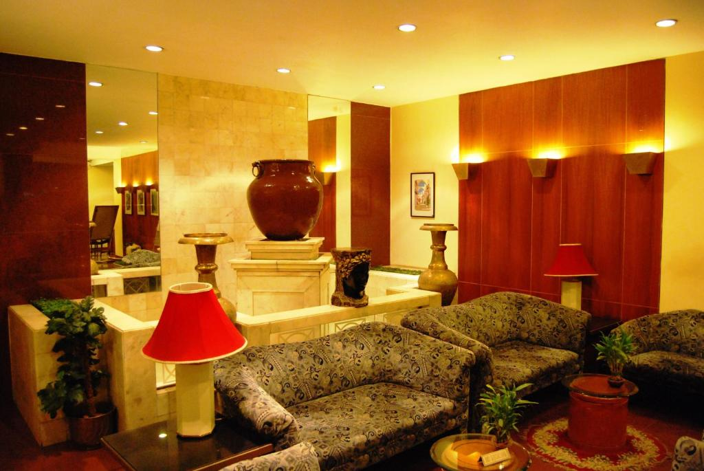 Koinor Eetbank Bottom.Hotel Kohinoor Executive Pune India Booking Com