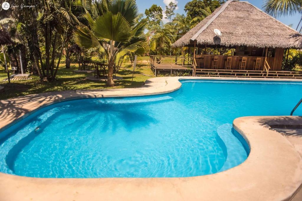Der Swimmingpool an oder in der Nähe von Manish Hotel Ecólogico