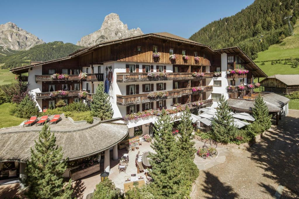 Hotel La Perla: The Leading Hotels of the World, Corvara in ...