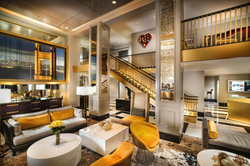 The lounge or bar area at Staypineapple, An Elegant Hotel, Union Square