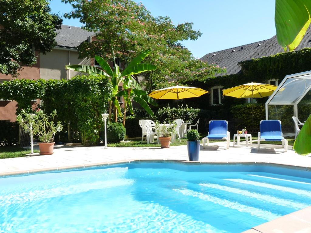 The swimming pool at or near Logis Ariane