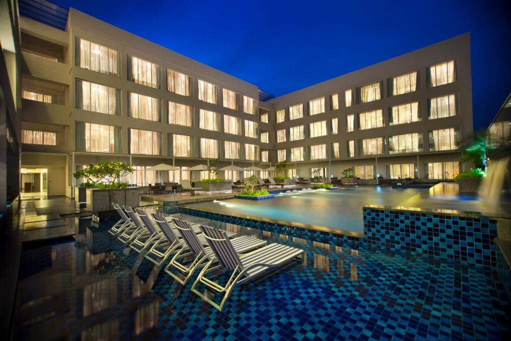 The swimming pool at or close to Oakwood Residence Prestige Whitefield Bangalore