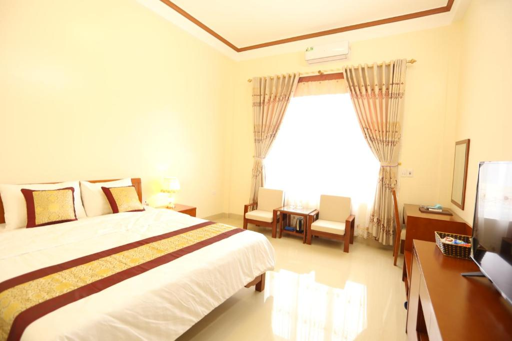A bed or beds in a room at Royal Hotel Ha Giang