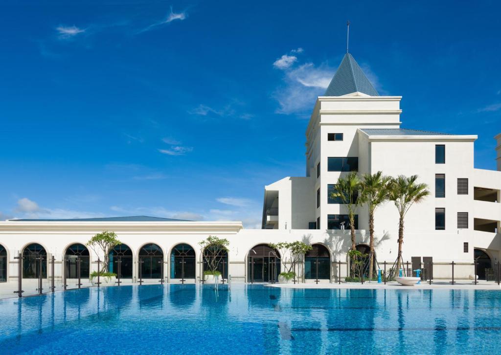 福容大飯店- 福隆店游泳池或附近泳池