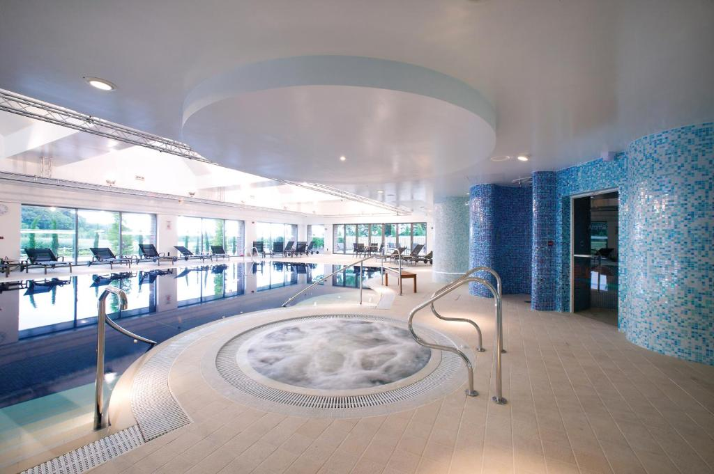 The swimming pool at or close to Donnington Valley Hotel, Golf & Spa