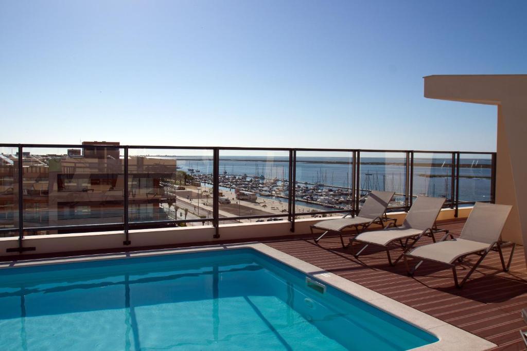 Swimmingpoolen hos eller tæt på Real Marina Residence