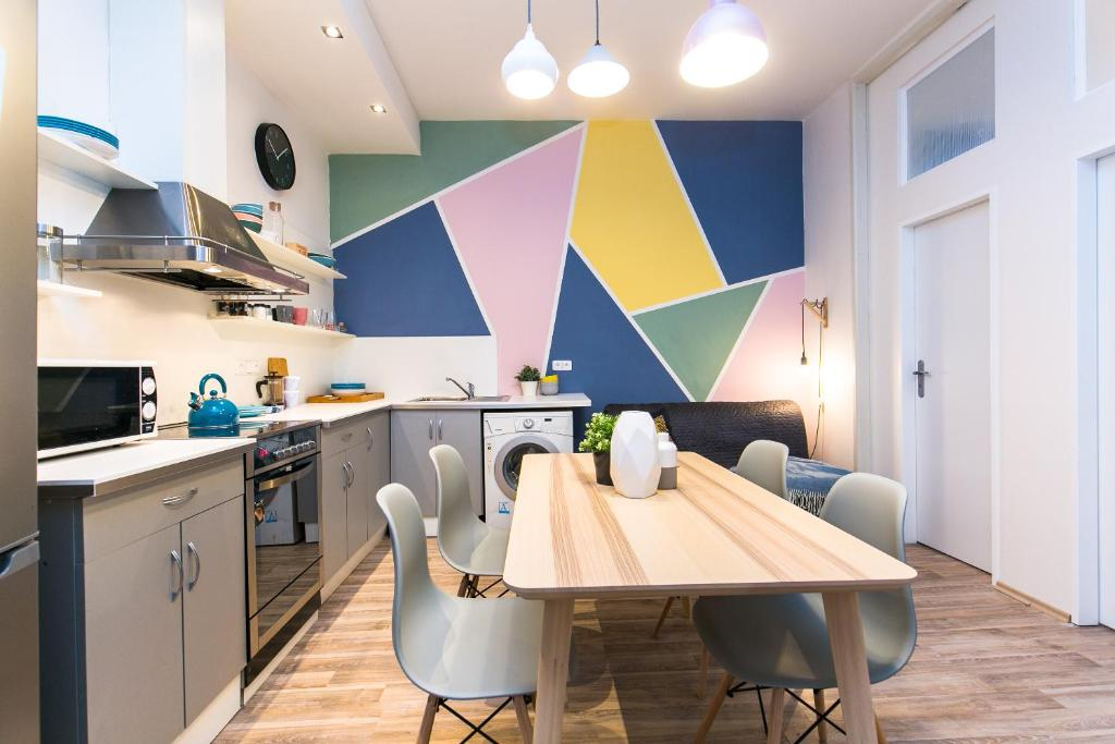 A kitchen or kitchenette at Apartments Ve Smeckach 27