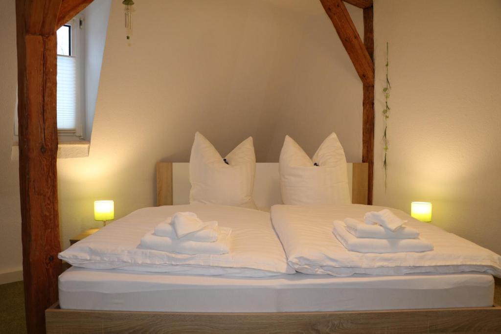 Ein Bett oder Betten in einem Zimmer der Unterkunft Fewo Friedrichsruh