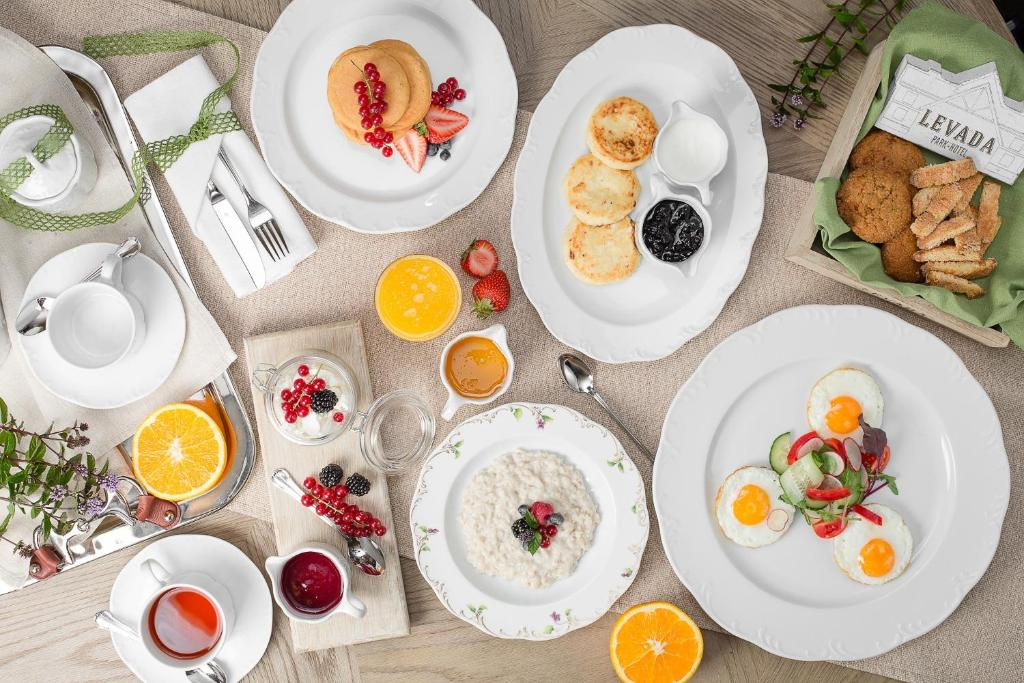 Breakfast options available to guests at Levada Park-Hotel