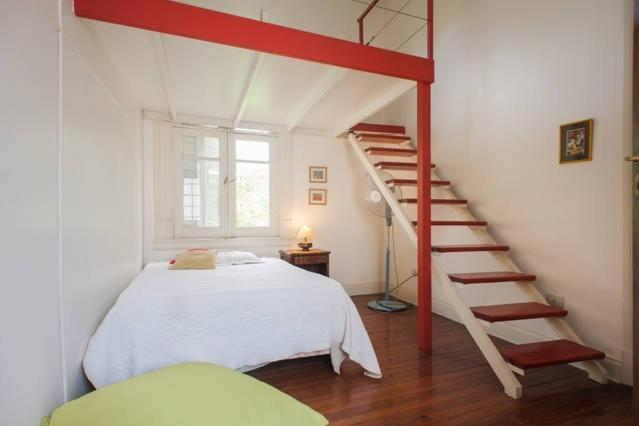 A bed or beds in a room at Guest House La Boca B&B