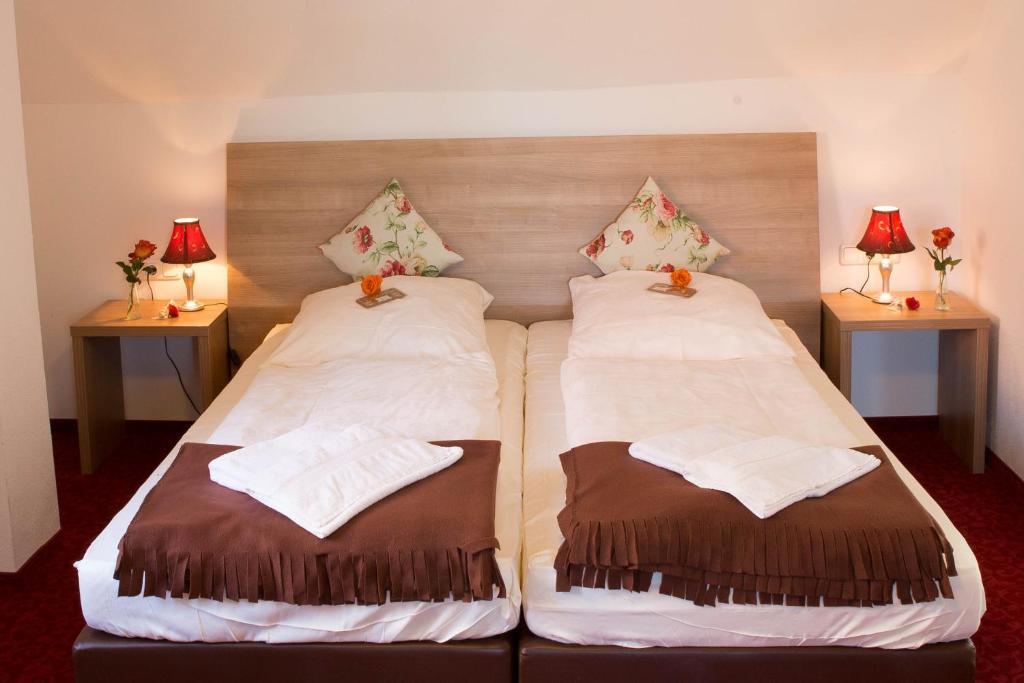 Boutiquehotel Goldene Rose tesisinde bir odada yatak veya yataklar