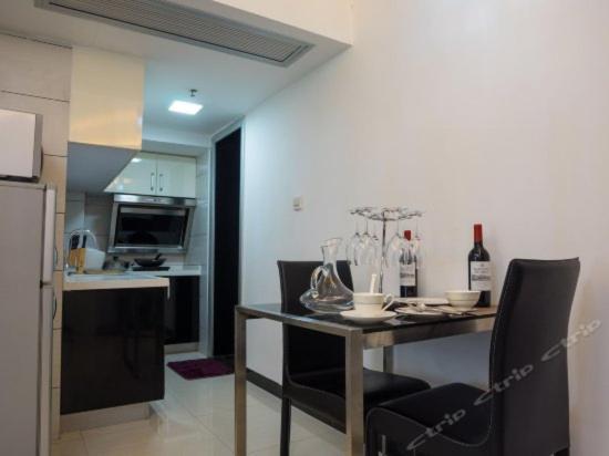 A kitchen or kitchenette at Xierman Aparthotel Jiaokou Station Branch