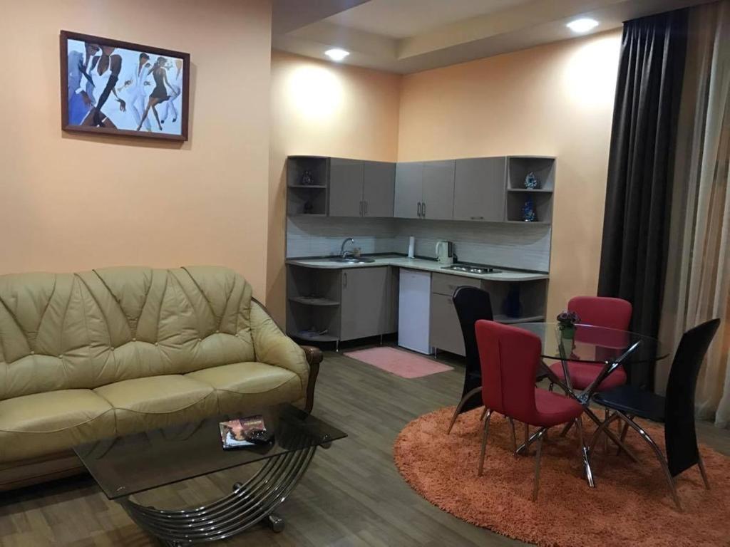 A seating area at Apart Hotel Armenia