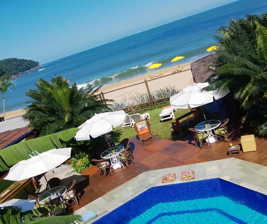 Uma vista da piscina em Pousada DiMari ou nos arredores