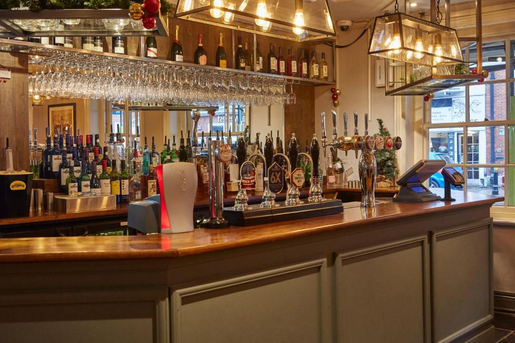 The lounge or bar area at Swan Hotel by Greene King Inns