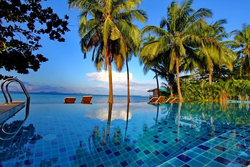 The swimming pool at or close to Serenity Resort Koh Chang
