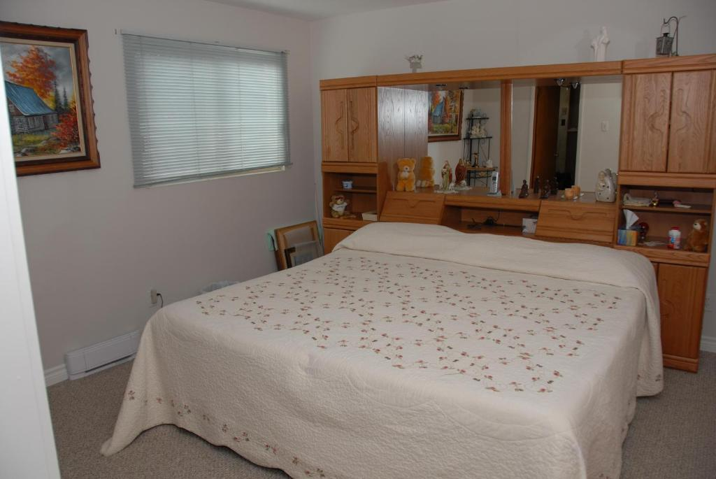 A bed or beds in a room at En Passant B&B